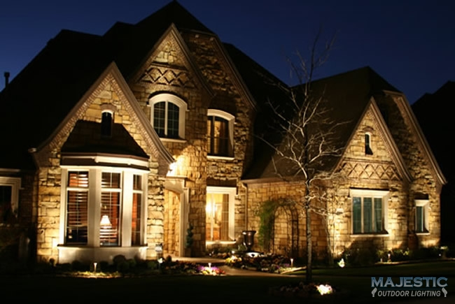 Home exterior lighting gallery for Luxury exterior lighting